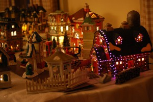 1024px-Decorative_Christmas_village